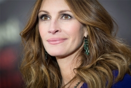"Actress Julia Roberts arrives for the premiere of her movie ""August: Osage County"" in New York."
