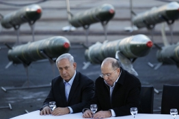 Israel's PM Benjamin Netanyahu and Defense Minister Moshe Yaalon sit in front of a display of rockets, found aboard the Klos C ship.
