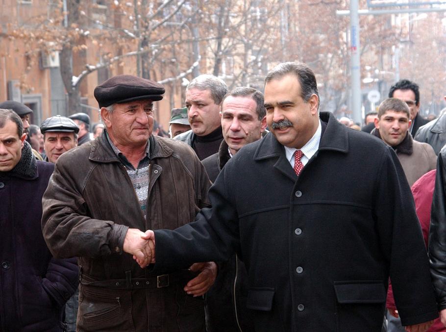 Րաֆֆի Հովհաննիսյանը 2003 թվականին
