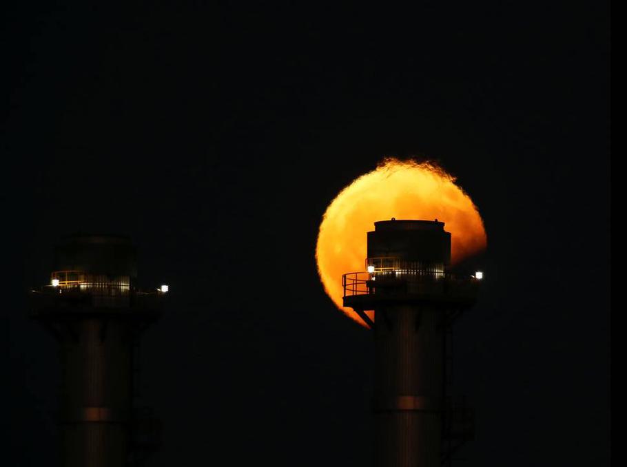 Մասնակի լուսնային խավարումը Դելիմարա էլեկտրակայանից այն կողմ, Մարսակլոկկ, Մալթա