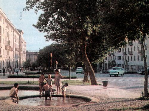 Աբովյան փողոցը, հեռվում` Կինո Մոսկվան