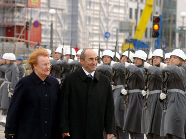 Presidents of Armenia and Finland Robert Kocharyan and Tarja Halonen